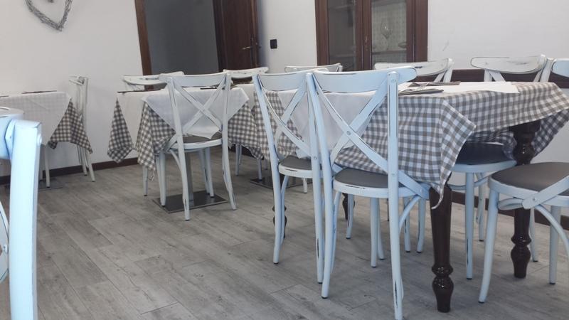 Franzoni Tavoli E Sedie.Vendita Sedie Tavoli Divani Sgabelli Poltroncine Imbottiti